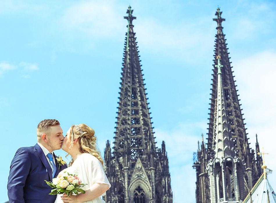 kölner hochzeitsfotgoraf Fotografin Köln Ehrenfeld Hochzeitsfotos Brautpaar Hochzeit Braut Brautkleid